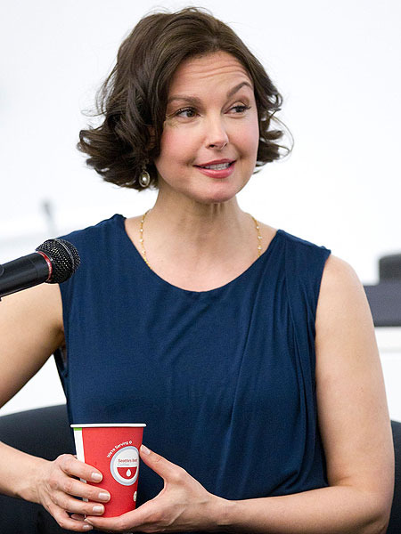 Extra Scoop: Ashley Judd Slams Media for Commenting on Her 'Puffy' Face