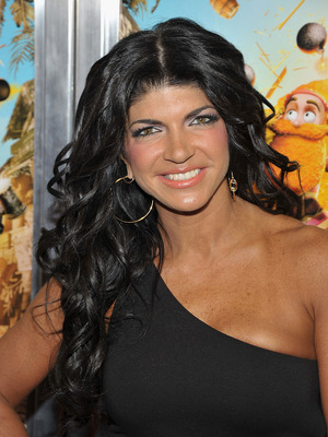 Extra Scoop: Teresa Giudice Pens Apologies to &#039;Housewives&#039;... for Cash