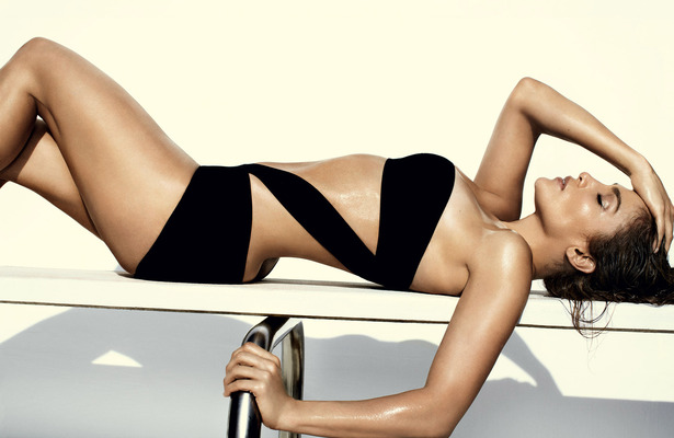 J.Lo Sizzles in Vogue, Plans to Leave 'Idol'?