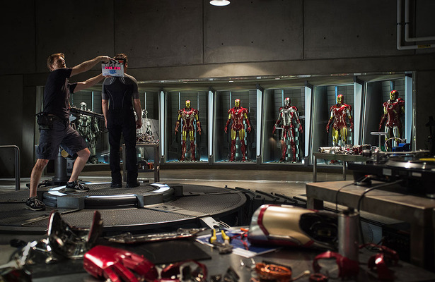 Extra Scoop: First Look at &#039;Iron Man 3&#039;!