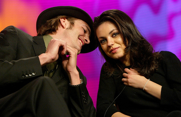 Extra Scoop: Mila Kunis, Ashton Kutcher Fuel Dating Rumors