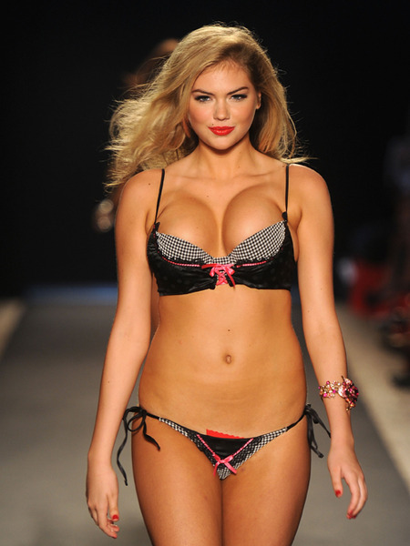 'Skinny' Blogger Calls Kate Upton 'Piggie' and 'Cow'