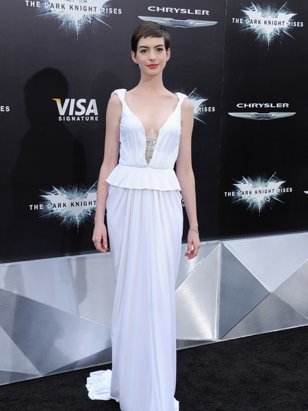 &#039;Dark Knight Rises&#039; Premiere: Anne Hathaway Wears Wedding White 
