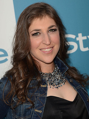 Mayim Bialik Injured in Car Accident, May Lose Finger