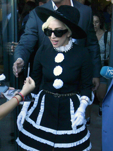 Video! Lady Gaga's Bodyguard Takes Down Aggressive Fan