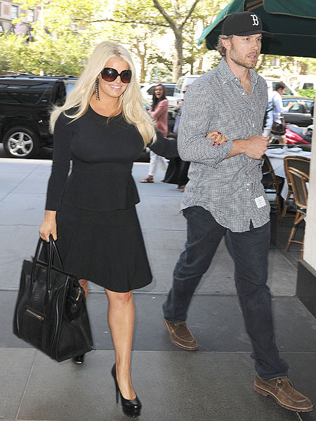 Jessica Simpson Says Food Cravings are Her Enemy