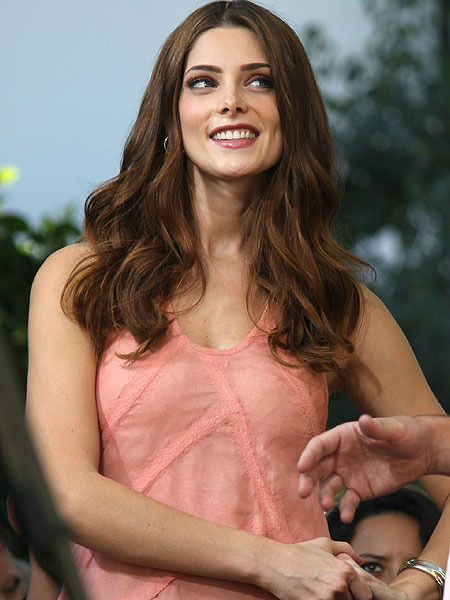 Ashley Greene on Kissing Olivia Wilde: &#039;It&#039;s Phenomenal!&#039;