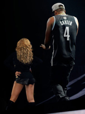 Extra Scoop: Jay-Z Distracted Onstage by Leather-Clad Beyonc  