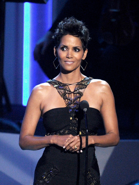 Halle Berry Exclusive: &#039;I&#039;m Related to Sarah Palin&#039;