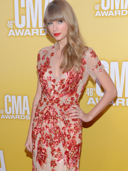 CMA Awards: Taylor Swift Steps Out Post-Split, Blake Shelton Wins Big!