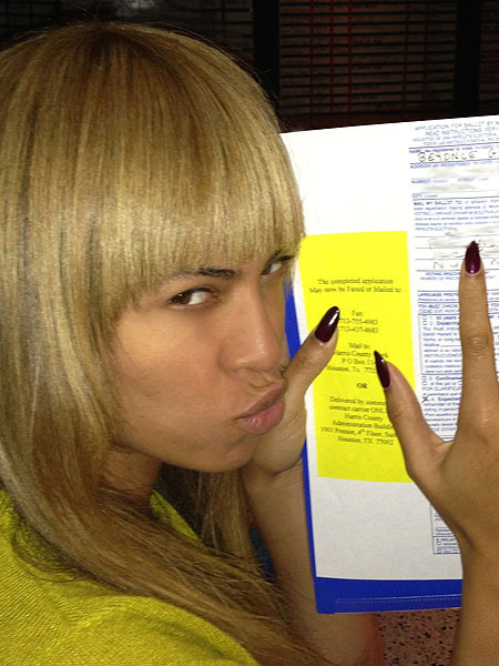 Beyonc and Her New Bangs Endorse Obama