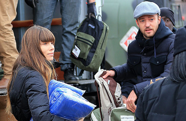 Pic! Justin Timberlake and Jessica Biel Help Hurricane Sandy Victims