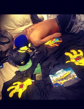 Rihanna Tweets Pic of Chris Brown in Bed