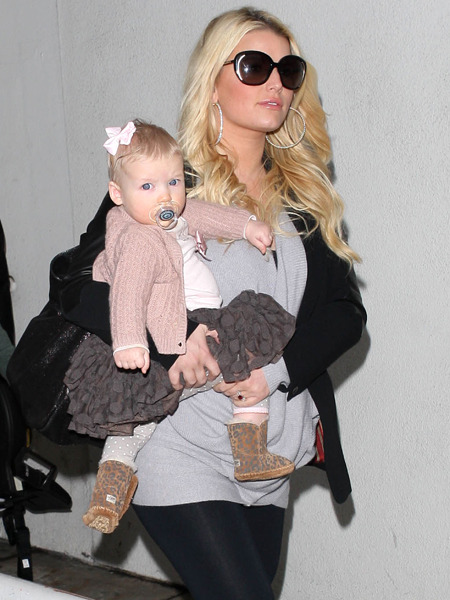 Pic! Jessica Simpson Steps Out Amid Baby No. 2 Rumors