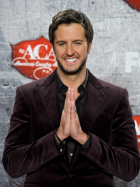 The Extra List: 5 Facts About Luke Bryan