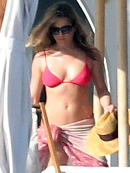 No Baby Bump Here! Jennifer Aniston Shows Off Bikini Bod