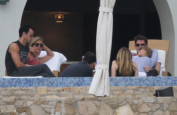 Jennifer Aniston and Justin Theroux Host A-List Couples Retreat in Mexico