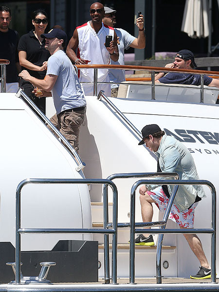 Leo DiCaprio and Jonah Hill on a Boat with Bikini-Clad Beauties!