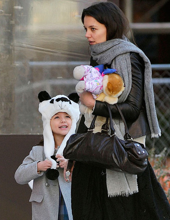 Pic! Suri Cruise in Cute Panda Hat
