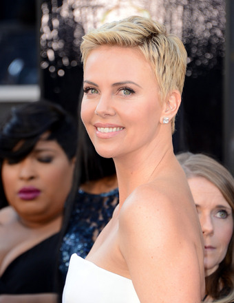 Oscars 2013: Charlize Theron Helped Guard Suffering from Seizure