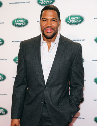 Michael Strahan on Bench Pressing &#039;Pocket Pet&#039; Kristin Chenoweth  