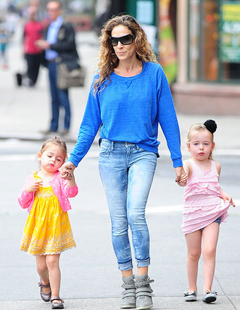 Sarah Jessica Parker walked her twin girls to school.