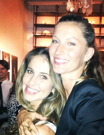 Pic! Gisele Bündchen Shows Off Sister at NYC Event