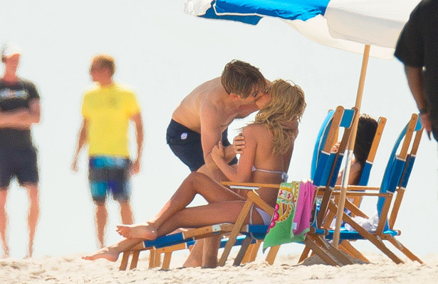 Pics! Kate Upton's Bikini Makeout Session in the Hamptons