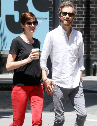 Anne Hathaway and husband Adam Shulman took a stroll in NYC.