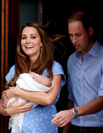 First Pic and Vid! Kate Middleton and Prince William Introduce Royal Baby