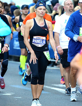 Pamela Anderson Finishes NYC Marathon… and Has the Pics to Prove It!