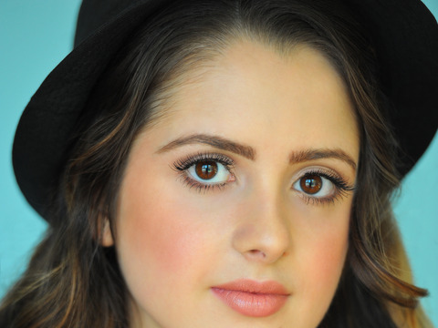 Chat live with disney star laura marano - Laura nue ...
