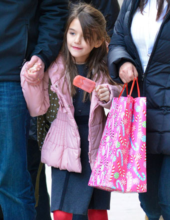 Winter weather didn't stop Suri Cruise from enjoying a popsicle i