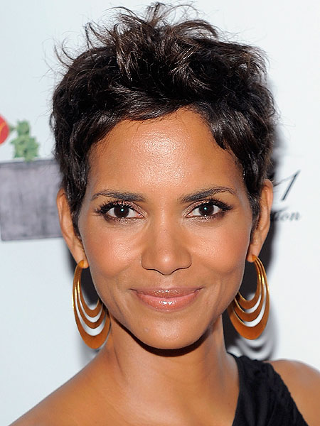 http://ll-media.extratv.com/archive/images/news/0202/halle-berry.jpg