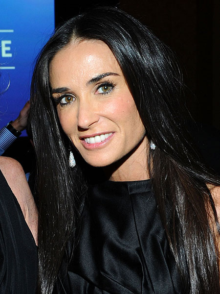 http://ll-media.extratv.com/archive/images/news/0305/demi-moore.jpg
