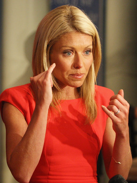 Kelly Ripa Hayley Dining Room Set: Kelly Ripa & Stars Outraged By 'AMC' Cancellation: 'It's A