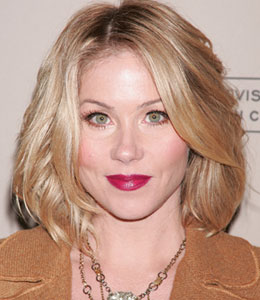 Christina Applegate says she's not engaged