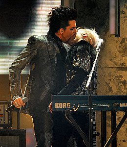 adam lambert kiss