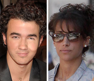 Kevin Jonas marries Danielle Deleasa