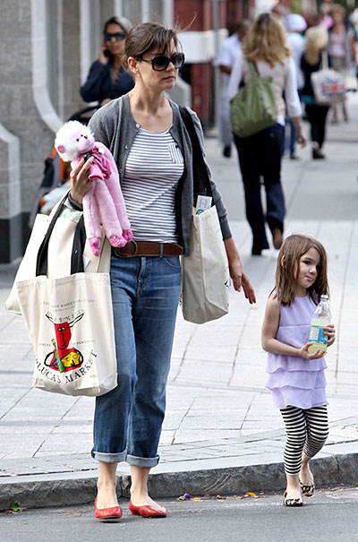 Suri Cruise ran errands in Boston wearing an outfit to match mom Katie Holmes