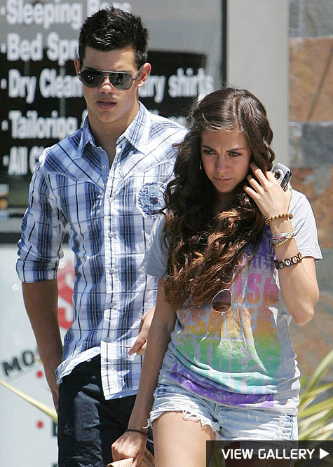 taylor lautner dating new girl