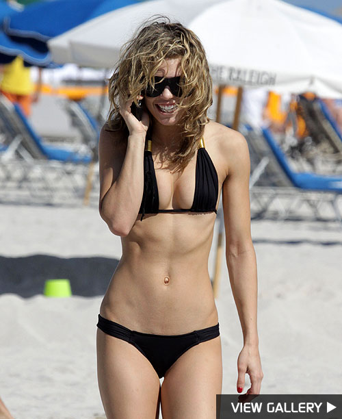 Photos: Celebrity Bikini Bodies. October 04, 2009 Star Sightings
