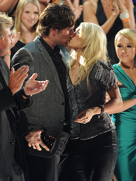 carrie-underwood and mike fisher
